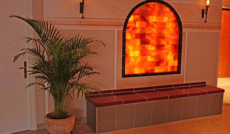 Пример использования соляных блоков для декора интерьера