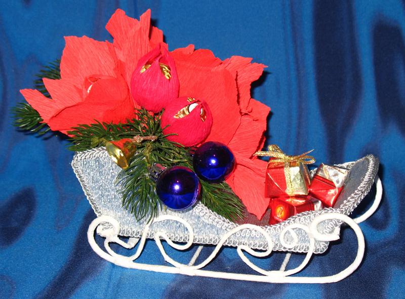 Можно подойти к оформлению новогоднего букета с максимальным креативом