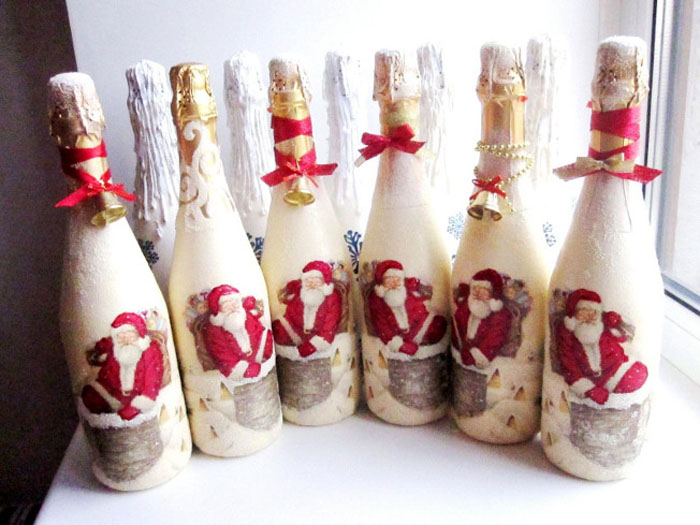 Стройный ряд декупажа составляет единую праздничную композицию и так же дружно затем украсит новогодний стол