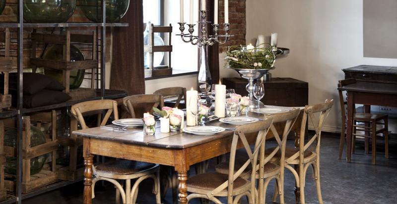 Внешний облик изделия может быть одновременно изысканно-утончённым и напоминать стул из таверны