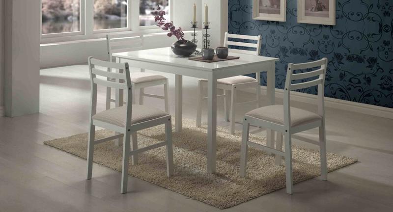 Особой любовью пользуются белые деревянные стулья для кухни