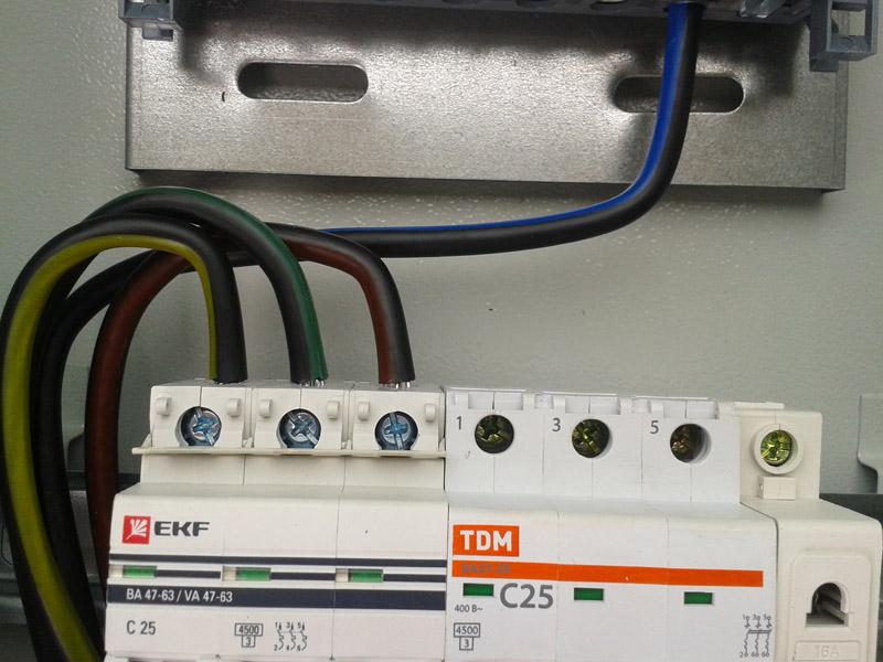 Оборудование свыше 7 кВт требует трёхфазного подключения