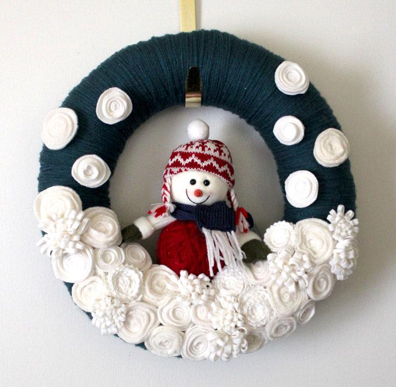 Еще одна интересная идея декорирования рождественского венка