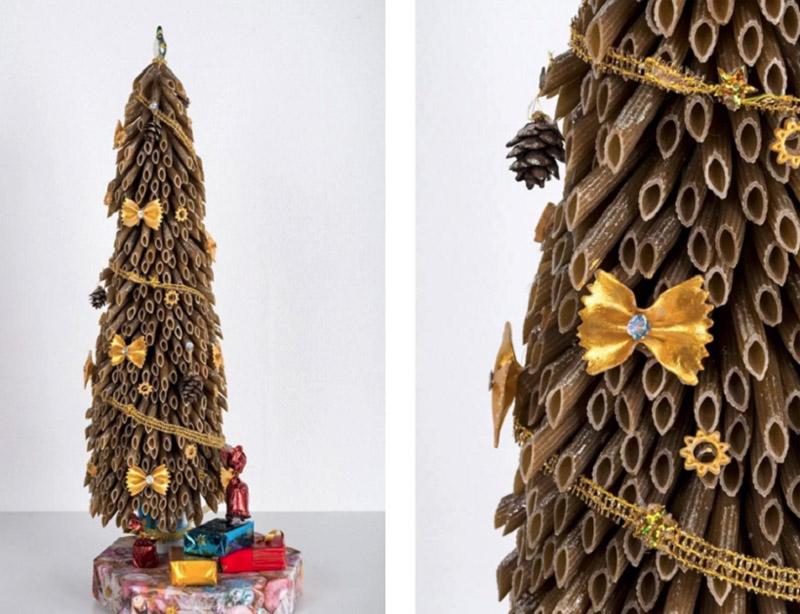 Часто бантики используют только в качестве декора, поместив внутрь стразик или бусинку