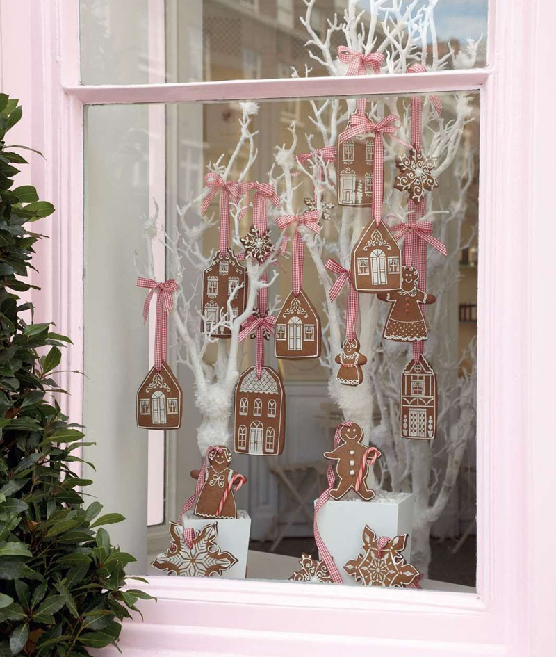 Вкусное окошко: пряничные подвески смотрятся по-праздничному, главное – следить, чтобы их с каждым днём не становилось всё меньше и меньше