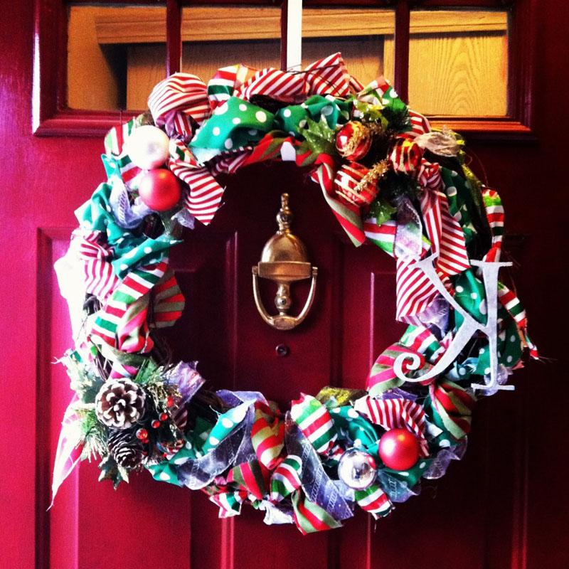 Идей для создания венков на двери столько, что не хватит всех Новых годов для их реализации