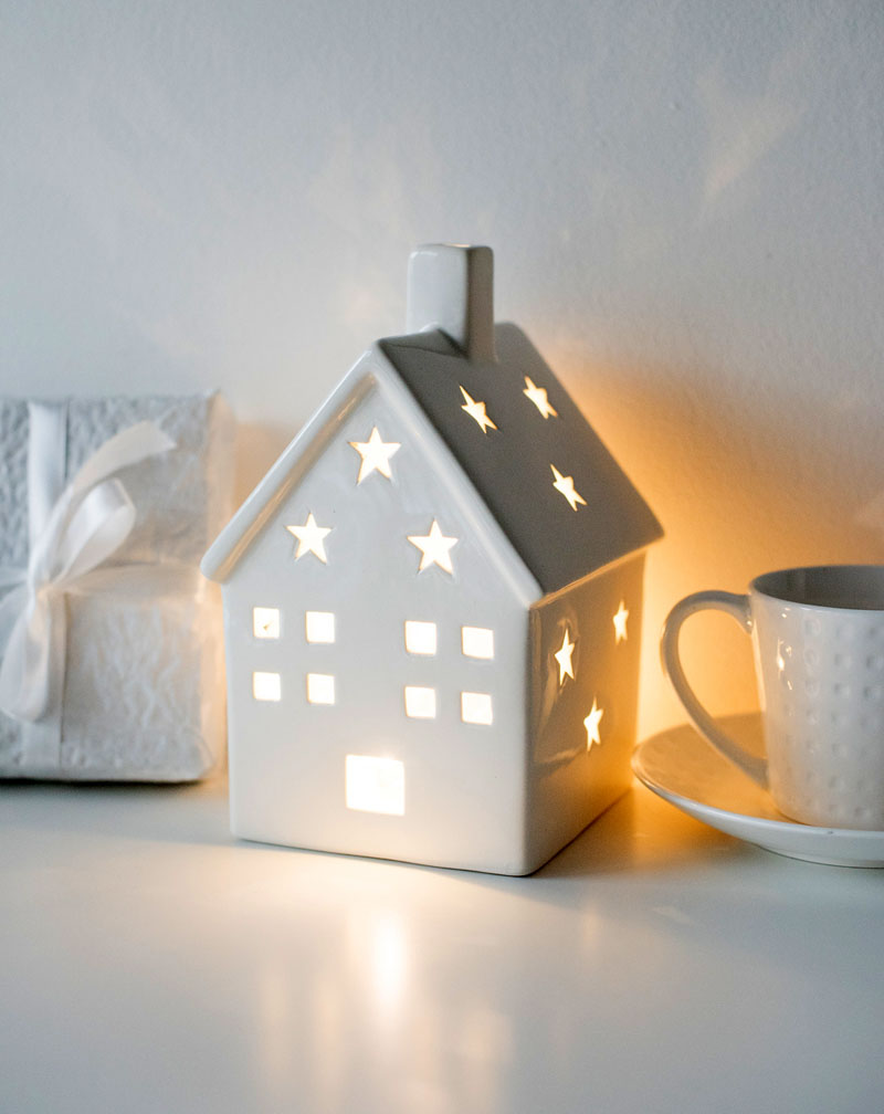 Фарфоровые и фаянсовые домики-подсвечники добавят новогоднего уюта