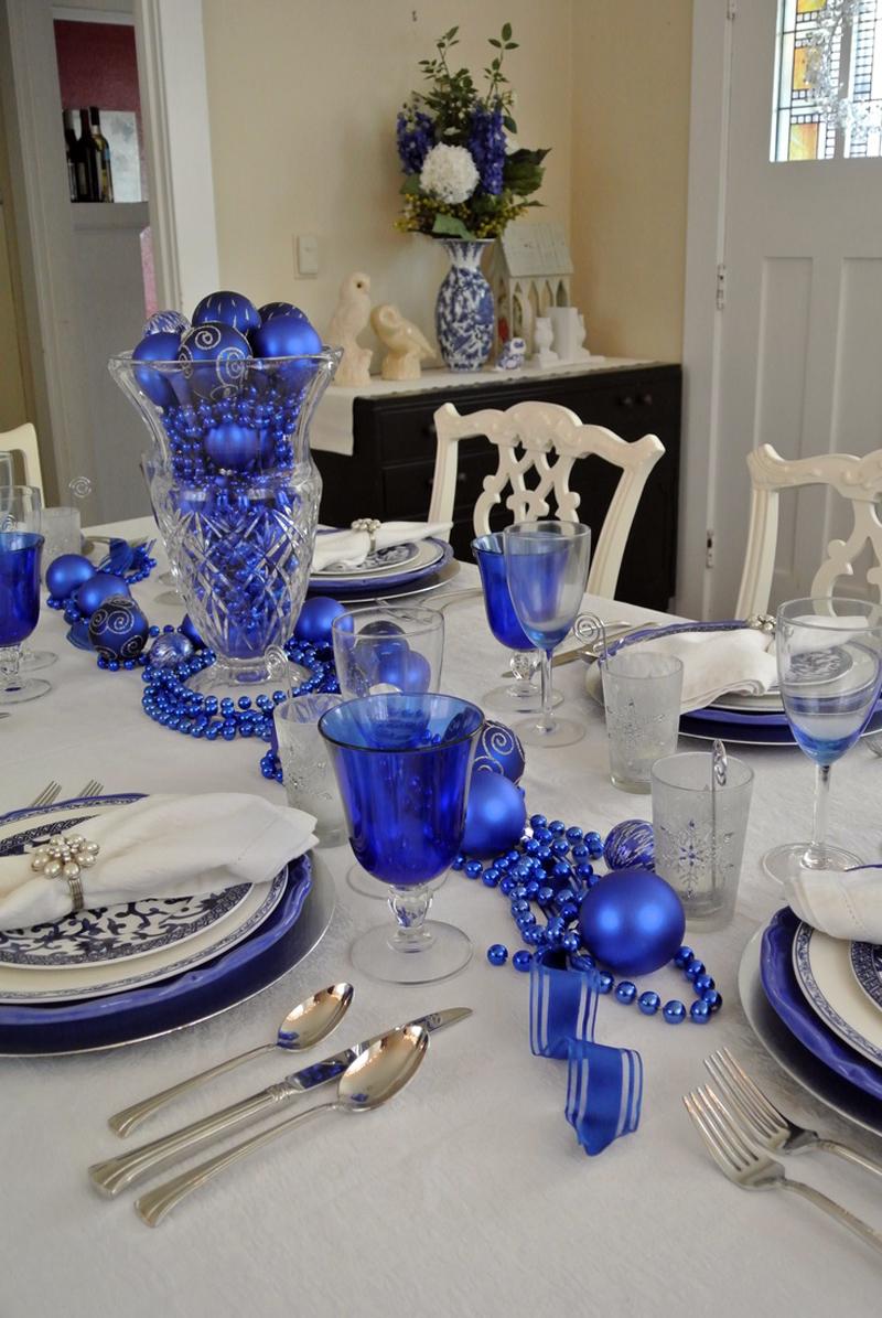 Посуда и декоративные элементы должны быть близких оттенков