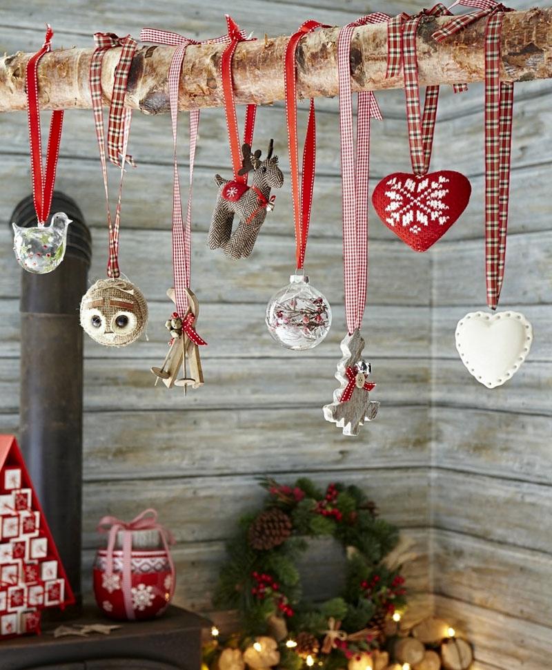 Если в доме есть местечко, где можно установить изящную ветку, то подобные подвески моментально превратят уголок в праздничное чудо