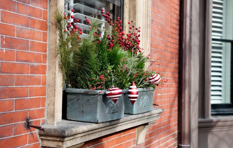 Оконное украшение может располагаться и снаружи со стороны улицы
