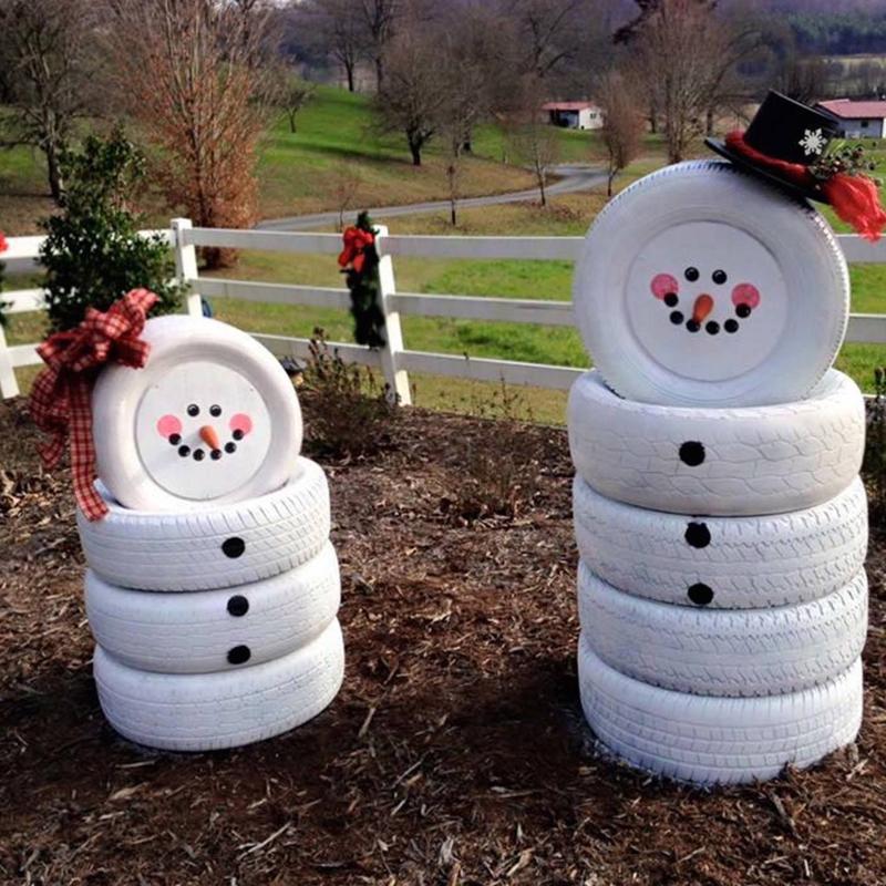 Ненужные покрышки очень легко обретают вторую жизнь и становятся на страже новогоднего порядка во дворе