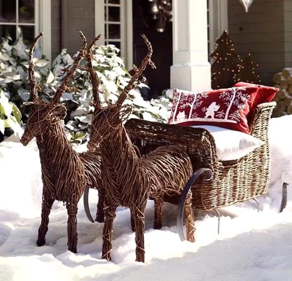 Олени из хвороста и лозы, а также сани Деда Мороза станут любимым местом для фотографий и времяпровождения на улице