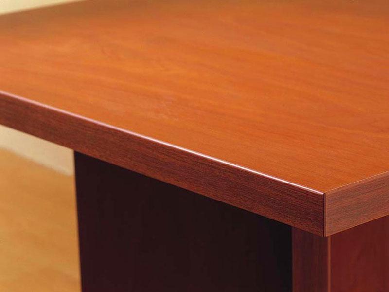 Кромка не должна выступать над поверхностью.Если вы видите такой дефект, значит мебель изготовлена в кустарных условиях