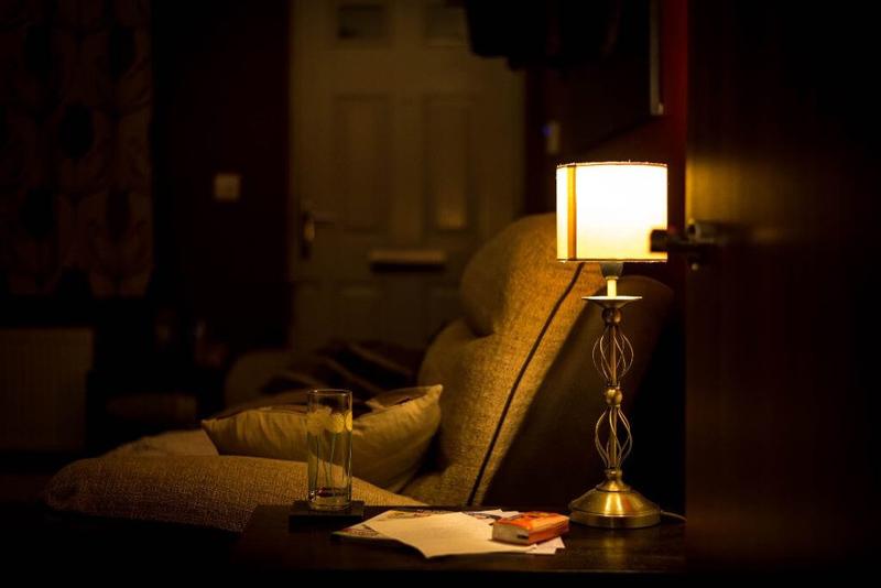 Уходя выключайте свет и электроприборы