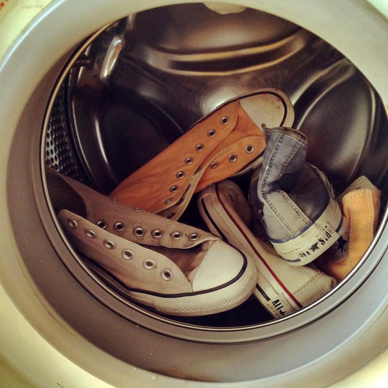 Не стоит делать всё одним махом — большое количество обуви способно повредить стекло в дверце