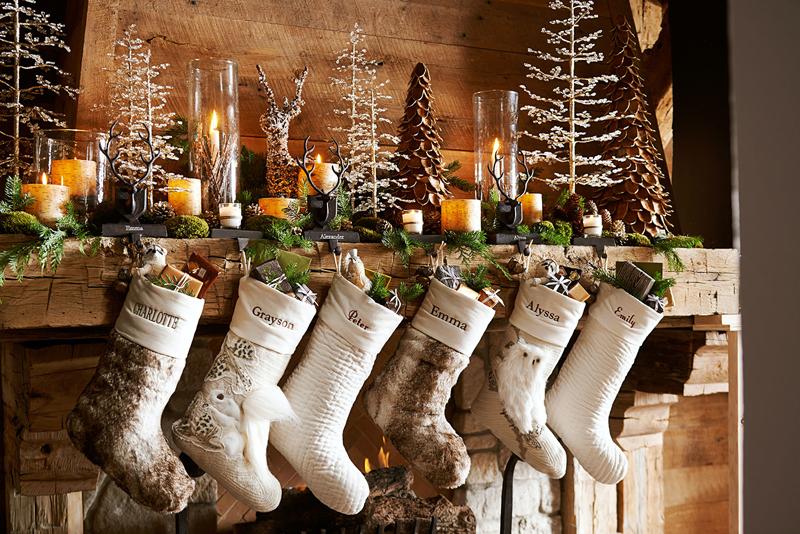 Подарочные носки или сапожки — если они сами по себе прекрасны, то и в интерьере послужат эстетической цели