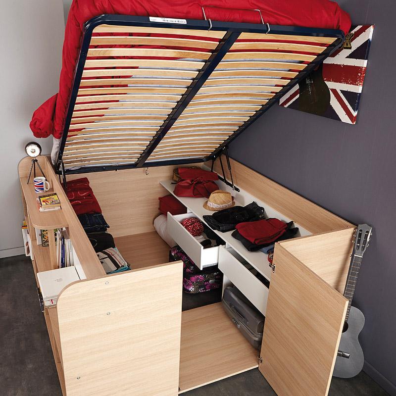Под кроватью размещена удобная зона хранения