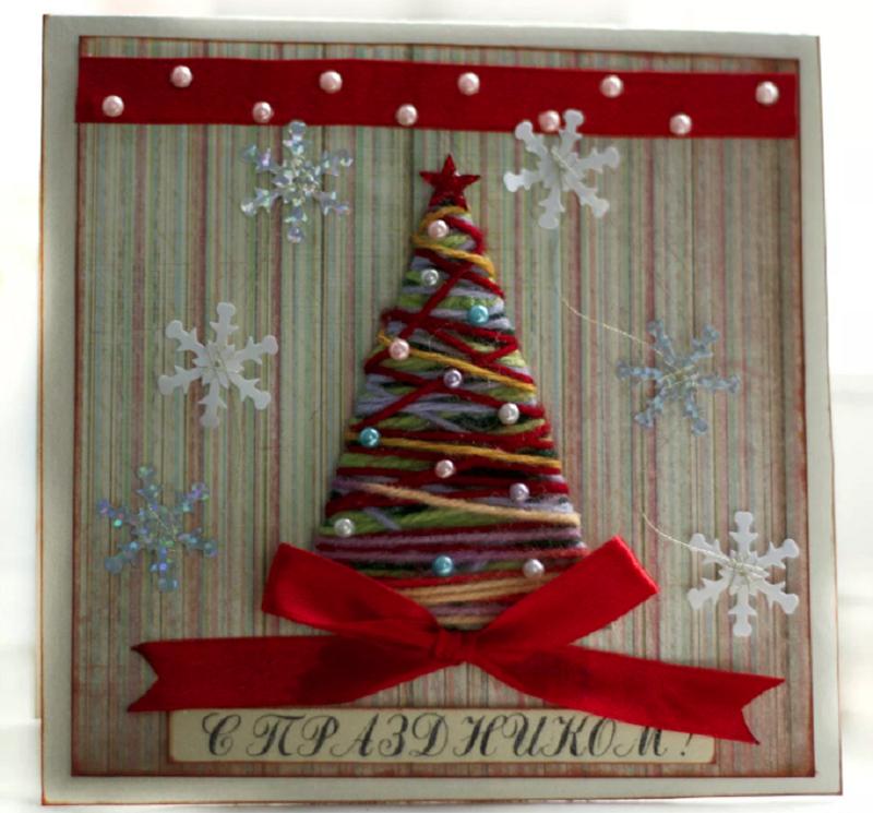 Вырезать конус, обмотать его разноцветными ниточками, приклеить к основе и украсить бусинками и снежинками