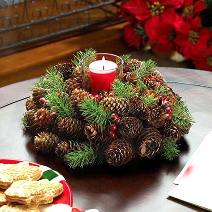 Еловые шишки и веточки ели — очень по-новогоднему