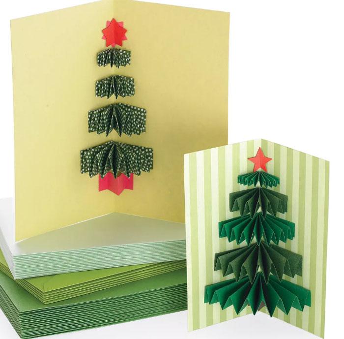 Новогодние открытки могут быть выполнены в разных техниках