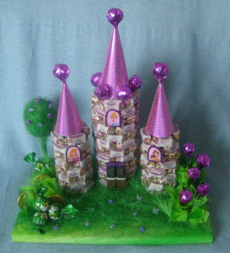 Детскую можно украсить очаровательным сладким замком для принцесс