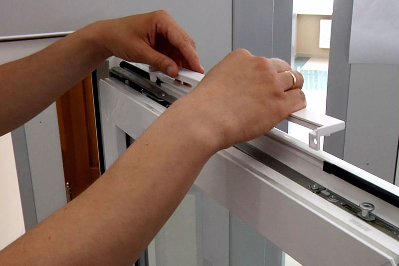 Регулировка клапана на пластиковые окна достаточно проста