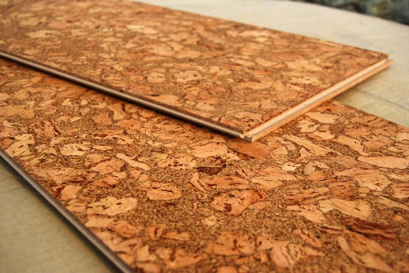 В зависимости от дизайна декоративная поверхность может иметь и структуру самой пробки