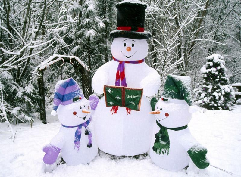 Можно отойти от традиций и слепить снеговиков из двух шаров