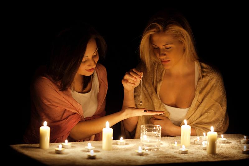 Если это святочные гадания – запаситесь зеркалами и прочими атрибутами