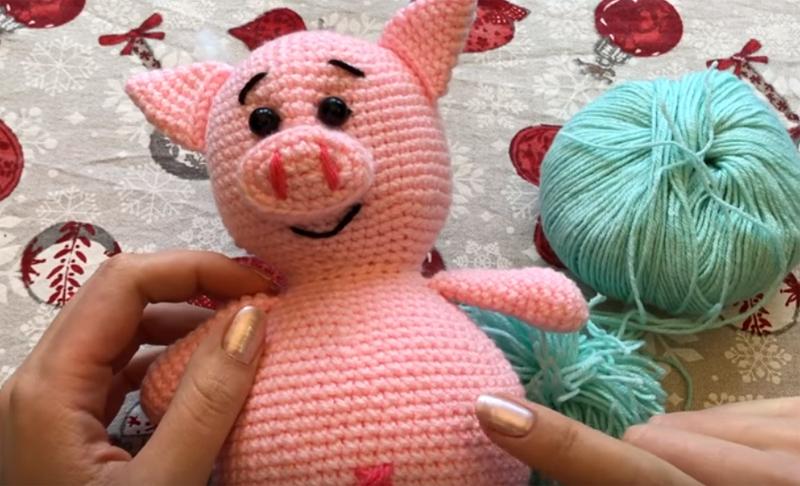 Вот такую свинку мы свяжем всего за 30-40 минут
