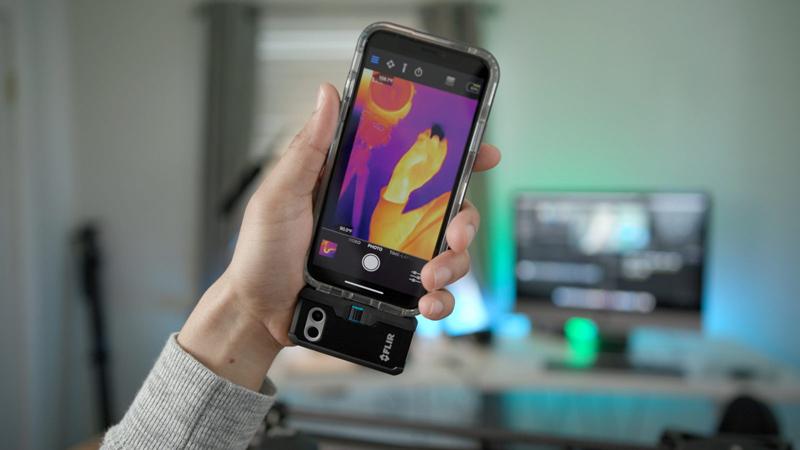 Так выглядит модуль от Flir для iPhone
