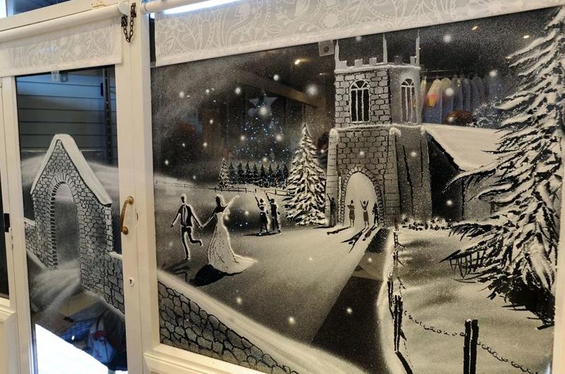 Такие картины уже позже оживают на холсте, мастер может предложить десятки идей вот такого снежного города