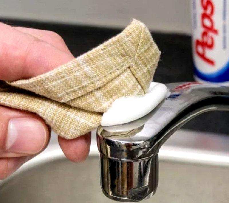 Заменяет собой абразивные средства, средства для очистки кафеля, сантехники, пятновыводитель
