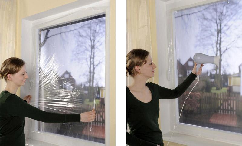 В продаже есть термоплёнки прозрачные и с узором, а также матовые. Такие варианты клеят для утепления окон в душевых или банях