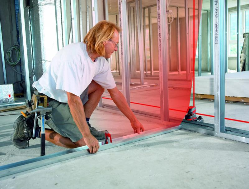 Благодаря простой конструкции с помощью гипсокартона достаточно быстро можно возвести стены, к которым без проблем можно закрепить двери