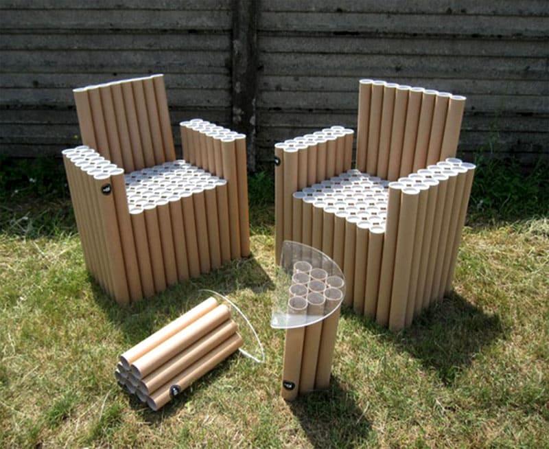Необходимо дополнить столик небольшой столешницей, а также можно сделать своими руками мягкие матрасики для кресел