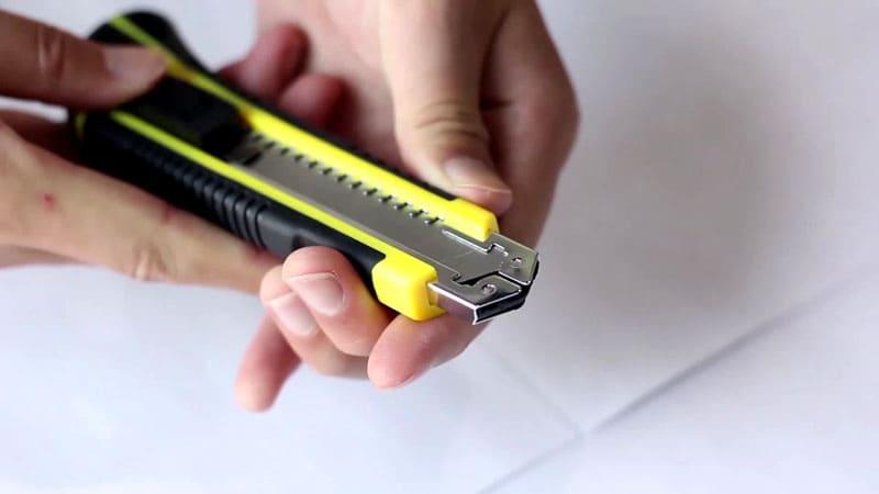 Для нарезки лучше использовать строительный нож
