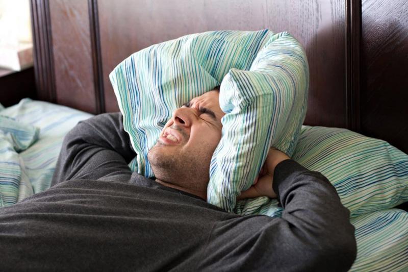 Вечеринки чаще делают в пятницу, чтобы выспаться в выходной. Но кто-то отчаянно веселится все ночи напролёт – здесь тоже стоит вызывать полицию