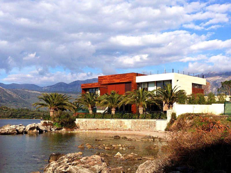 Вилла в Черногории в поселке Крашичи около Бока-Которской бухты