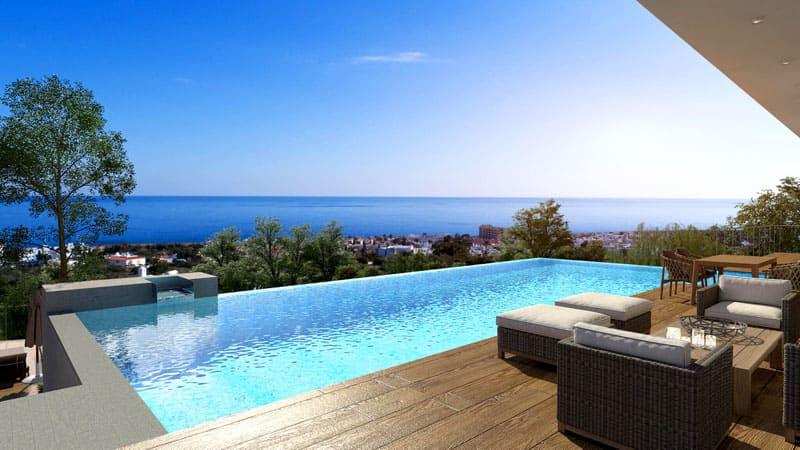 Кипрский архитектурный стиль складывается из каменных или оштукатуренных стен, окна и дверные проёмы делают из кипрского дуба, возле домиков часто находится веранда или пергола и бассейн