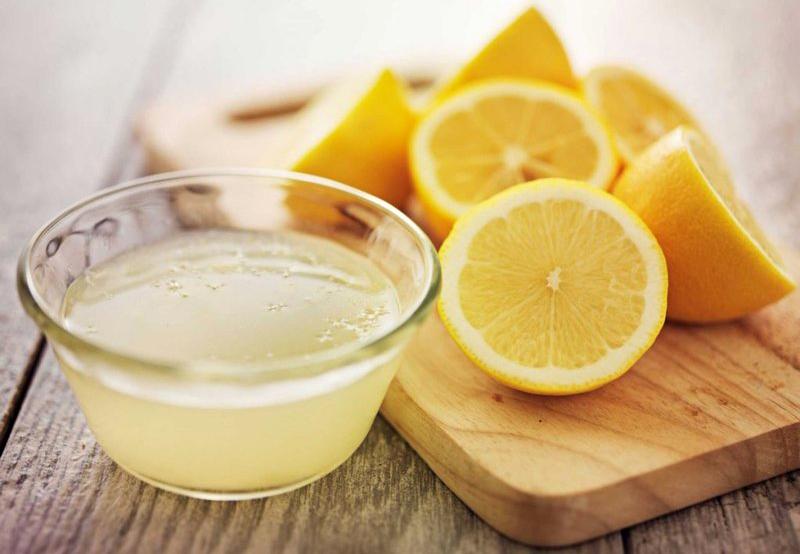 Для обработки достаточно сока 1 лимона или пакетика кислоты