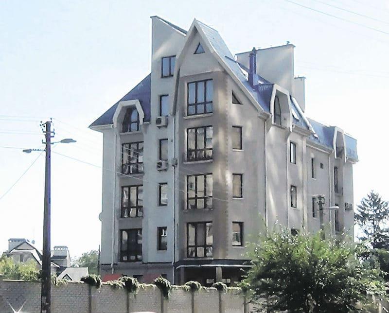 Квартира на 4 этаже пентхауса в Киеве стала временным пристанищем композитора