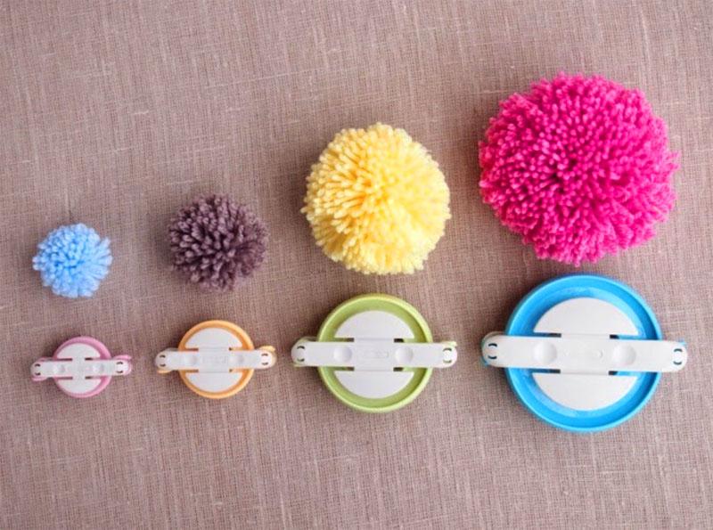 В магазинах для рукодельниц продаются специальные пластиковые шаблоны разных диаметров