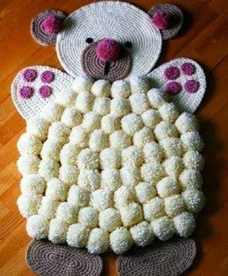 Вот такой очаровательный мишка будет создавать уют в детской комнате