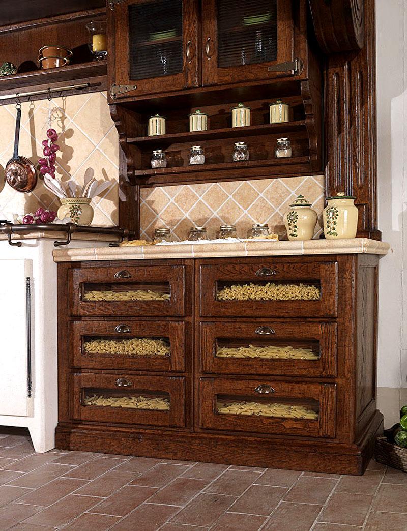 Оригинальным и натуралистическим решением будет заполнение ящичков со стёклами разными сортами макаронных изделий