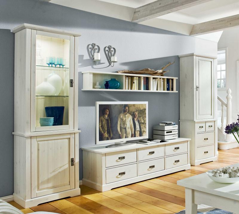 Стиль кантри подразумевает использование натуральной мебели тёплых оттенков