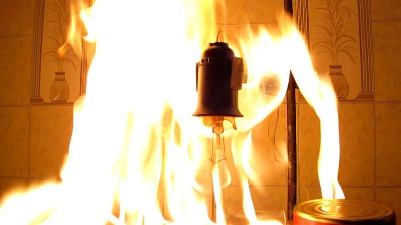Привлекательная на вид, она в большинстве случаев имеет сомнительное качество. Такие лампы горят и даже взрываются