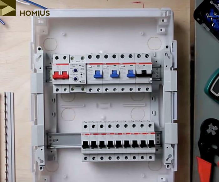 Размещение автоматов на нижней DIN-рейке