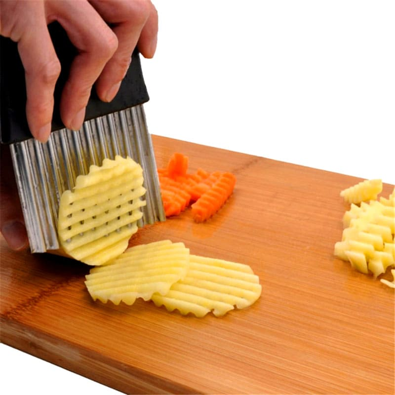 Этот слайсер имеет волнистое лезвие, которым можно резать твердые овощи: картофель, морковь, свёклу