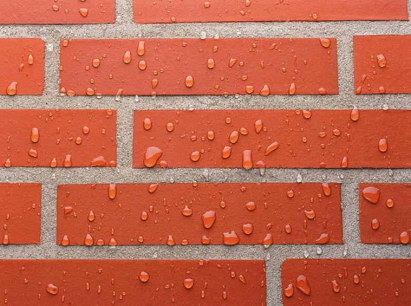 Стена после обработки гидрофобным составом